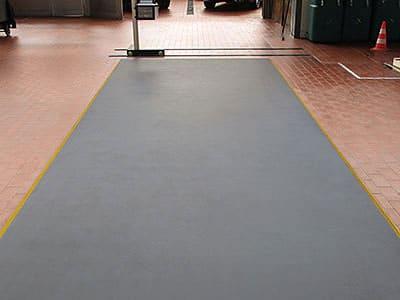 Scheinwerfereinstellplatz Lichteinstellplatz Aschaffenburg – 6. Robuste Oberfläche, geeignet als Werkstattboden